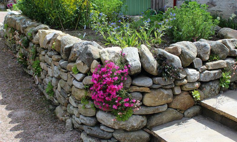 Knockando_woolmill_garden