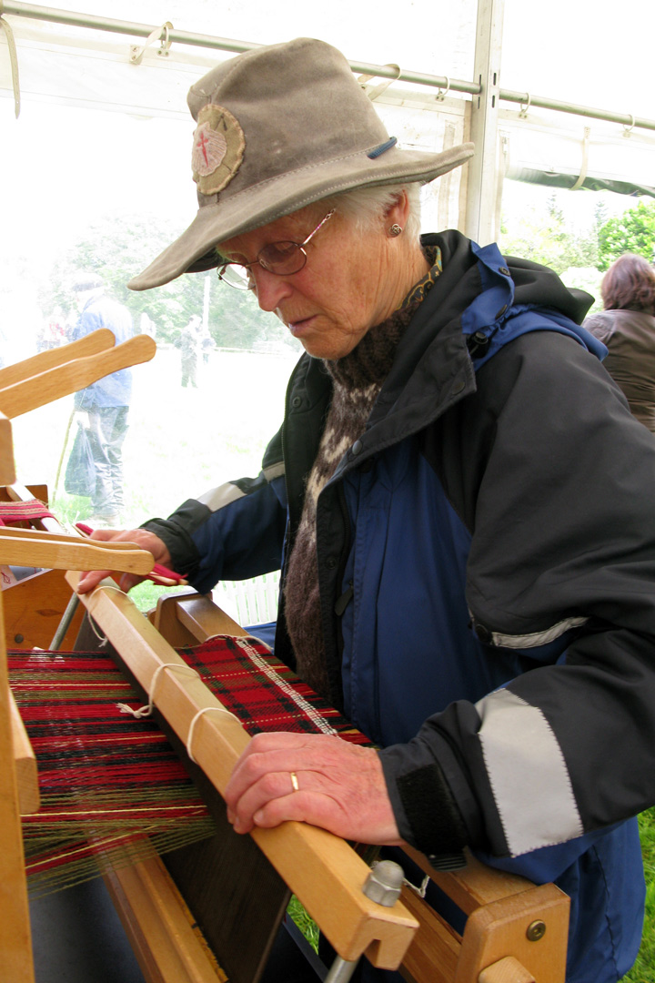 Grantown_250_celebrations_weaving